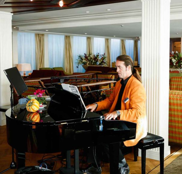 AmaWaterways AmaCello Lounge Bar